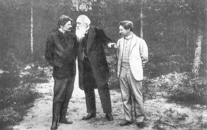 А.М. Горький, В.В. Стасов, И.Е. Репин на прогулке в усадьбе «Пенаты». Начало ХХ века